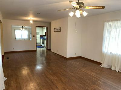 520 E OKLAHOMA AVE, Blackwell, OK 74631 - Photo 2