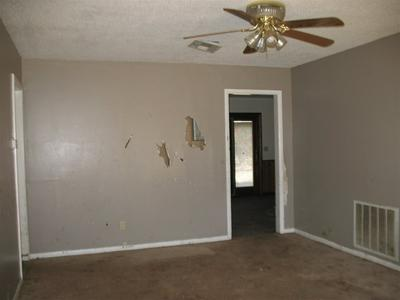 1513 S E ST, Blackwell, OK 74631 - Photo 2