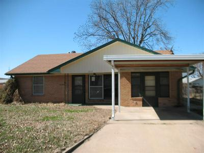 1513 S E ST, Blackwell, OK 74631 - Photo 1