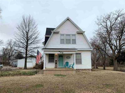 420 E FERGUSON AVE, Blackwell, OK 74631 - Photo 1