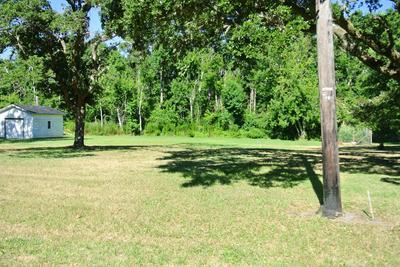 231 LEONDA DR, Beaufort, NC 28516 - Photo 2
