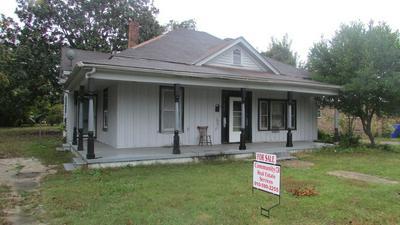 711 SAMPSON ST, CLINTON, NC 28328 - Photo 1