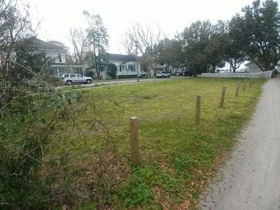 111 MOORE ST, BEAUFORT, NC 28516 - Photo 1