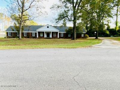 518 EDGEWOOD CIR, Whiteville, NC 28472 - Photo 2