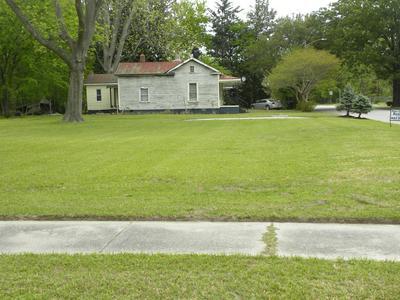 704 E WILSON ST, Tarboro, NC 27886 - Photo 1