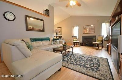200 SMALLBERRY CT, Sneads Ferry, NC 28460 - Photo 2