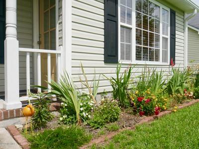 608 MATTOCKS AVE, Maysville, NC 28555 - Photo 2