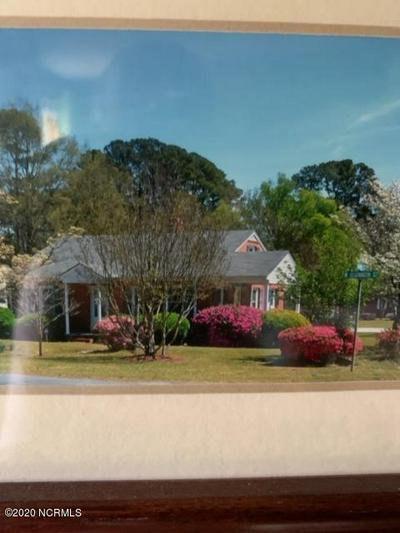 705 W ELIZABETH ST, Clinton, NC 28328 - Photo 1