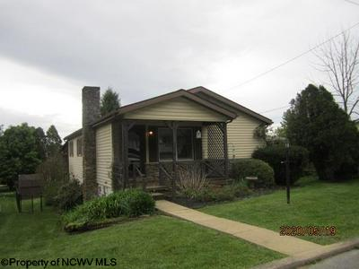 112 GRANDVIEW AVE, Elkins, WV 26241 - Photo 1