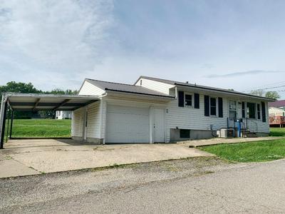 402 WALNUT ST, Carrollton, MO 64633 - Photo 2