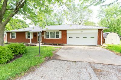 708 WILMAN DR, Moberly, MO 65270 - Photo 2