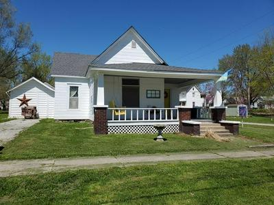 403 CLAY ST, Chillicothe, MO 64601 - Photo 1