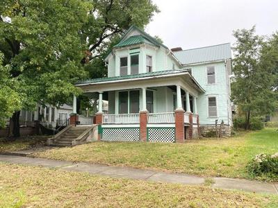 415 WEBSTER ST, Chillicothe, MO 64601 - Photo 1