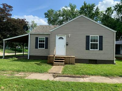 400 WEBSTER ST, Chillicothe, MO 64601 - Photo 1