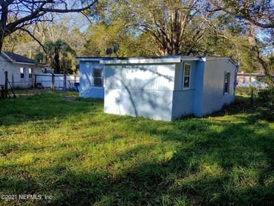 5803 HOLLYHOCK RD, JACKSONVILLE, FL 32209 - Photo 2