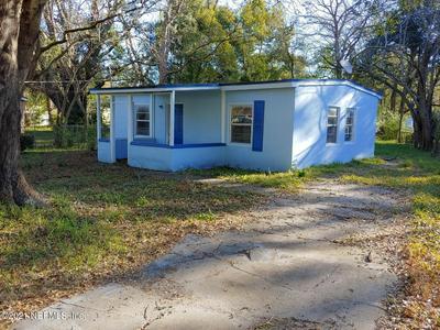 5803 HOLLYHOCK RD, JACKSONVILLE, FL 32209 - Photo 1
