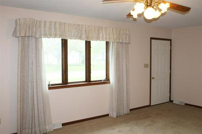439 W 4TH ST, Readlyn, IA 50668 - Photo 2