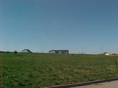 907 SUNSET CIR, Traer, IA 50675 - Photo 1