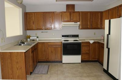 102 N FRANKLIN ST APT 8, Manchester, IA 52057 - Photo 2