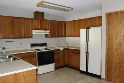 102 N FRANKLIN ST APT 8, Manchester, IA 52057 - Photo 1