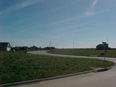 907 SUNSET CIR, Traer, IA 50675 - Photo 2