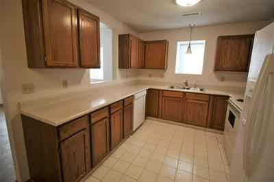 102 N FRANKLIN ST, MANCHESTER, IA 52057 - Photo 2