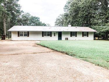 105 WINCHESTER DR, Amory, MS 38821 - Photo 1