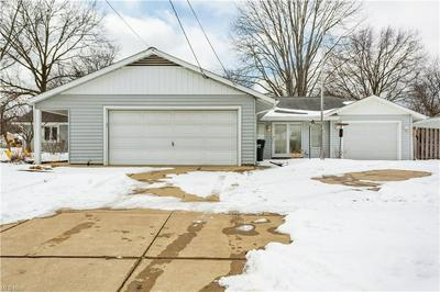 58 BARBERRY DR, Berea, OH 44017 - Photo 2