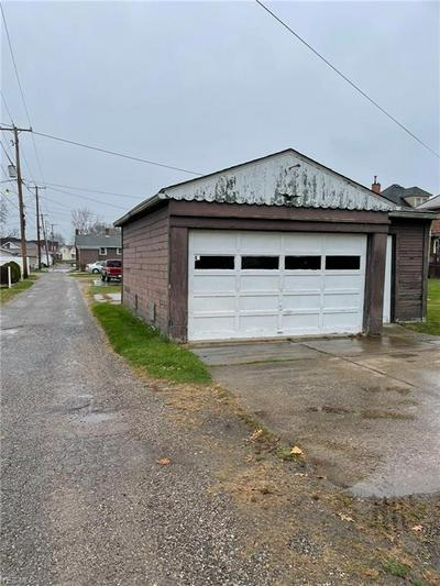 720 N DAWSON ST, Uhrichsville, OH 44683 - Photo 2