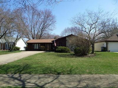 6173 WILD OAK DR, NORTH OLMSTED, OH 44070 - Photo 2