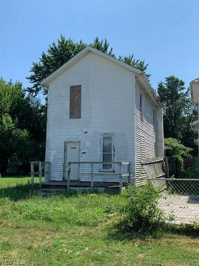 1142 PUTNAM AVE, Zanesville, OH 43701 - Photo 1