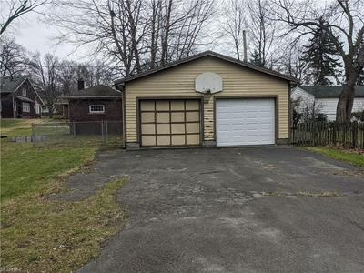 35 LINCOLN AVE, Niles, OH 44446 - Photo 2