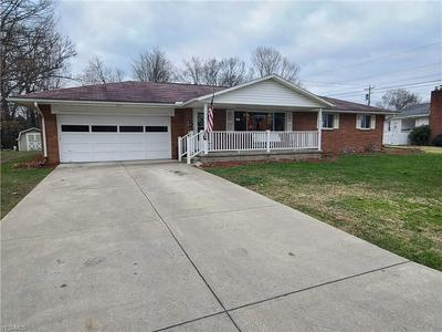 1461 SLEEPY HOLLOW DR, Coshocton, OH 43812 - Photo 2