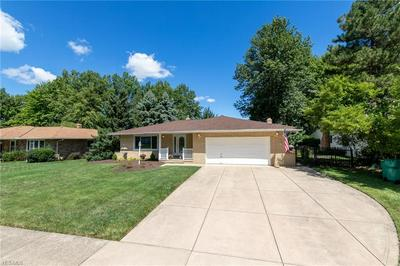 1369 FIRETHORN DR, Seven Hills, OH 44131 - Photo 2