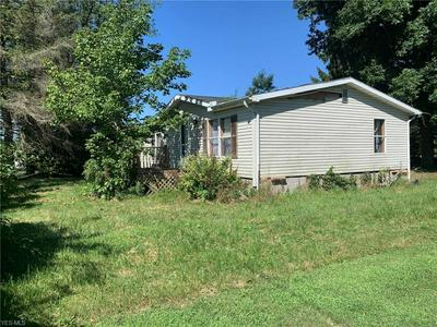 2709 RIVERSIDE PARK RD SE, Uhrichsville, OH 44683 - Photo 1