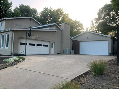 6136 SOUTHERN HILLS CT, Canfield, OH 44406 - Photo 2