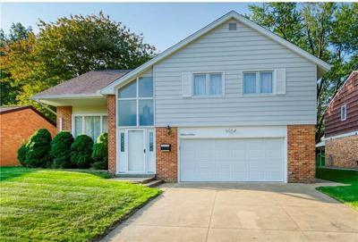 5701 HOLLYWOOD DR, Parma, OH 44129 - Photo 1