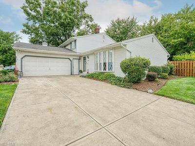 15580 POMEROY BLVD, Strongsville, OH 44136 - Photo 2