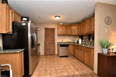 8619 SCENICVIEW DR APT 103, Broadview Heights, OH 44147 - Photo 2
