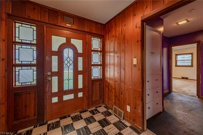 35916 SOLON RD, CHAGRIN FALLS, OH 44022 - Photo 2