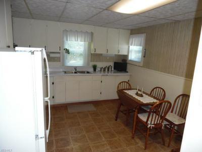 402 WARREN ST, Marietta, OH 45750 - Photo 2