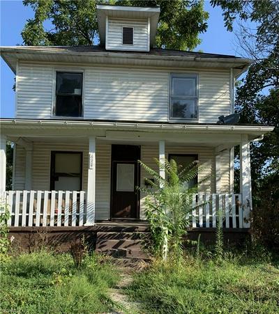 423 DRYDEN RD, Zanesville, OH 43701 - Photo 1