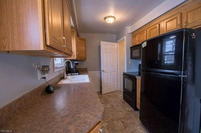 393 E 307TH ST, WILLOWICK, OH 44095 - Photo 2