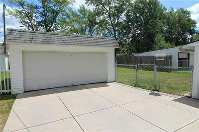 6895 GREENLEAF AVE, Parma Heights, OH 44130 - Photo 2