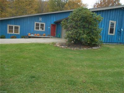 828 MIDDLE RD, Conneaut, OH 44030 - Photo 2