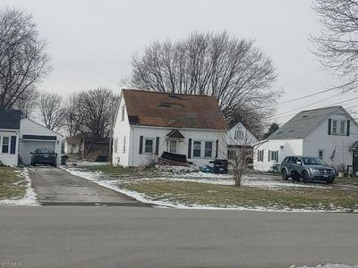 930 EVERETT RD, Fremont, OH 43420 - Photo 1