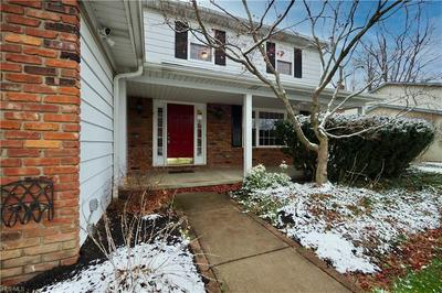 6579 WEDGEWOOD DR, North Olmsted, OH 44070 - Photo 2