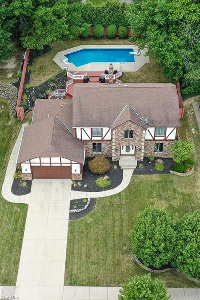 6986 N RENWOOD RD, Independence, OH 44131 - Photo 2