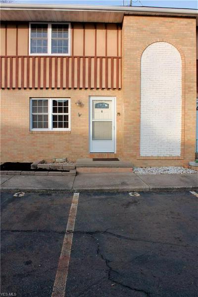 290 LINCOLN ST SW # 290-G, Hartville, OH 44632 - Photo 1