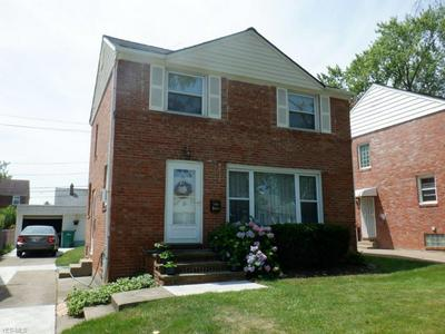 21606 HILLGROVE AVE, Maple Heights, OH 44137 - Photo 2